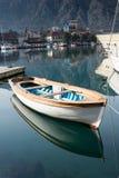 Удить деревянную шлюпку в морском пехотинце моря Стоковые Фотографии RF