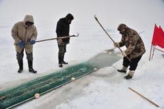 Удить на замороженном озере стоковые изображения rf