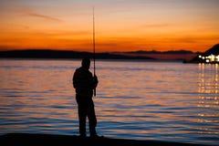 Удить на заходе солнца Стоковые Фотографии RF