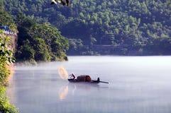 Удить на озере Dongjiang Стоковая Фотография RF