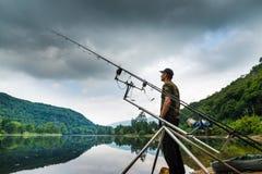 Удить приключения, рыбная ловля карпа Стоковые Изображения RF