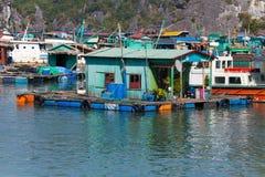 удить плавая село Стоковая Фотография