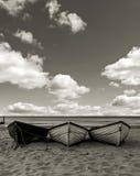 удить шлюпок пляжа Стоковая Фотография RF
