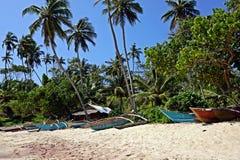 удить шлюпок пляжа стоковые изображения rf