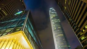 Улица башни Гонконга ночи светлая идя вверх по фарфору промежутка времени взгляда 4k акции видеоматериалы