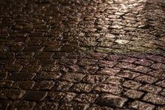 Улица булыжника в ноче Стоковое Изображение RF