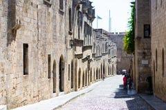 Улица в старом городке Родосе Стоковая Фотография RF