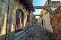 Улица в старом городке, Родос, Греция стоковая фотография rf