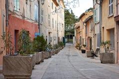 Улица в St Tropez, Франции стоковые изображения rf