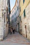 Улица городка Herceg-Novi старого Стоковое Фото