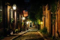 Улица жолудя на ноче, в холме маяка, Бостон, Массачусетс Стоковое Фото