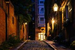 Улица жолудя на ноче, в холме маяка, Бостон, Массачусетс Стоковая Фотография