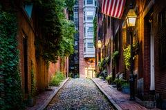 Улица жолудя на ноче, в холме маяка, Бостон, Массачусетс Стоковое фото RF