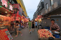Улица закуски на ноче стоковое изображение