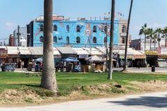 Улица Калифорнии Венеции с искусством украсила здания Стоковое Фото