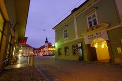 Улица к ноча, Марибор Vetrinjska, Словения стоковые изображения