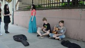 Улица музыки людей акции видеоматериалы