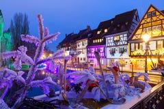 Улица на ноче, Кольмар рождества, Эльзас, Франция Стоковое Изображение