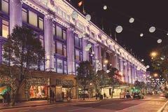 Улица 13-ое ноября 2014 Оксфорда, Лондон, украшенный для рождества Стоковое Изображение