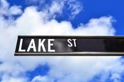Улица озера подписывает внутри пирамиды из камней Квинсленд Австралию Стоковое фото RF