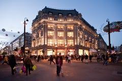 Улица Оксфорда в Лондоне на заходе солнца Стоковые Изображения RF
