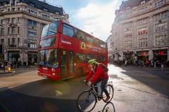 Улица Оксфорда, Лондон, 13 05 2014 Стоковое фото RF