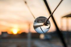 Улица отраженная внутри хрустального шара Заход солнца в болгарском взморье Стоковая Фотография