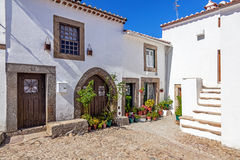 Улица средневекового города (Burgo средневекового) Castelo de Vide Стоковые Фотографии RF