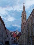 Улица старого городка Братиславы с чудесным взглядом замка и церков Стоковое фото RF