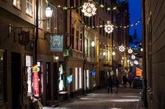 Улица Стокгольма праздник подарков Рожденственской ночи много орнаментов стоковые фото