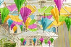 Улица украшенная с покрашенными зонтиками Стоковое фото RF