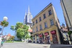Улица фолианта Bakaca водя к собору Загреба Стоковое Изображение RF