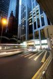 Улица центрального района Гонконга в сумерк с современным archit Стоковое Фото