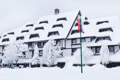 Улица лыжного курорта Kopaonik, Сербии после снега Стоковая Фотография