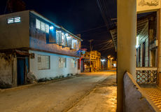Улица Baracoa на ноче Кубе Стоковые Фото