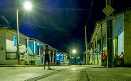 Улица Baracoa на ноче Кубе Стоковое Изображение RF