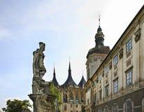 Улица Barborska в Kutna Hora взгляд городка республики cesky чехословакского krumlov средневековый старый стоковые изображения