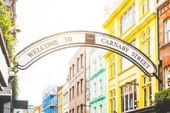 Улица Carmaby подписывает внутри Лондон Стоковая Фотография