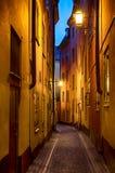 Улица Gamla stan на ноче Стоковые Фото