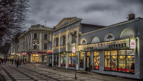 Улица Jurmala с светами ночи Стоковое фото RF