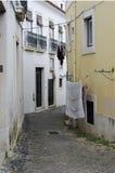 улица lisbon узкая Стоковые Фотографии RF