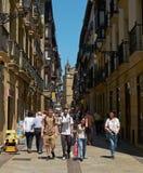 Улица Nagusia и церковь San Vicente Donostia Стоковое Изображение