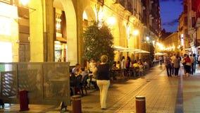 Улица Portales в вечере Logrono, Испания сток-видео