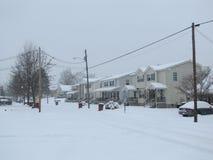Улица Snowy жилая Стоковые Изображения RF