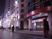 Улица Wangfujing коммерчески на ноче видеоматериал