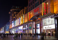 Улица Wangfujing на ноче фарфор Пекин Стоковое Изображение
