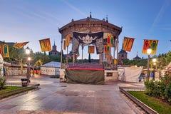 Улицы и средневековая ярмарка & x28; closed& x29; в Alcala de Henares, рассвете во время недели Cervantes & x28; 10/06/2016& x29; Стоковое Фото