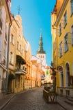 Улицы и старая архитектура города в Таллине, Эстонии Стоковое Изображение RF
