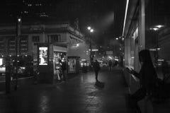 Улицы Нью-Йорка на ноче стоковая фотография rf