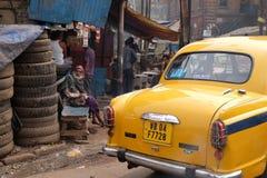 улицы kolkata попроек нищенских стоковая фотография